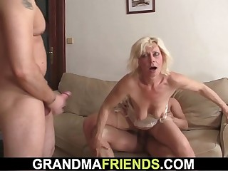 Old blonde mommy takes double banging