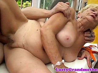 Chubby amateur grandma gets drilled