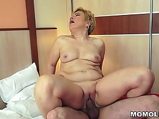 Huge cock drilled a granny pussy
