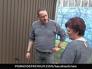 HAUSFRAU FICKEN - BBW Inexperienced German granny wife enjoys hardcore sex session
