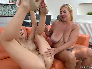 Katy sky is curious about pam pink's gaping love gap