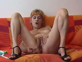 Kinky older floozy bonks herself with her glass hookup toy