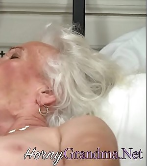Old cougar takes cumshot