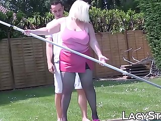 Kinky Lacey Starr seduces poolboy with mature curves